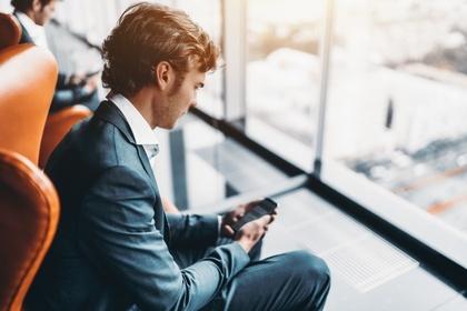 Исследование: чаты — самый «мужской» канал для связи с банком