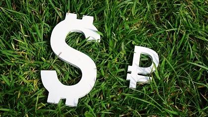 Рубль в ноябре продемонстрировал ослабление к ключевым валютам в пределах 2%