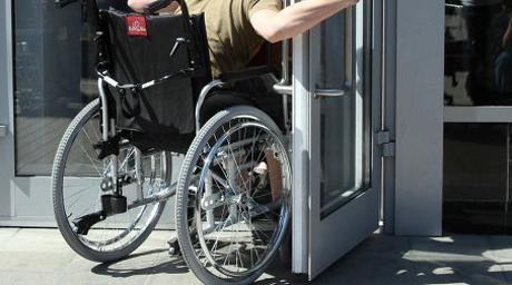 Эксперты с инвалидностью проверят российские банки на доступность