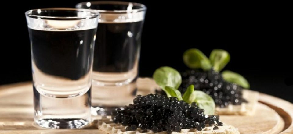 Какие напитки нужно подавать к черной икре?