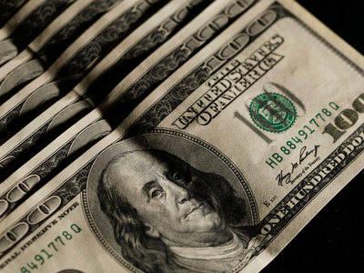 Средневзвешенный курс доллара на 11:30 мск просел до 62,07 рубля