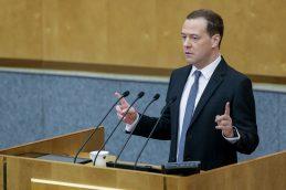 Медведев оценил исполнение нового майского указа Путина в 8 трлн рублей