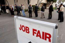 Уровень безработицы в России в апреле опустился до 4,9%