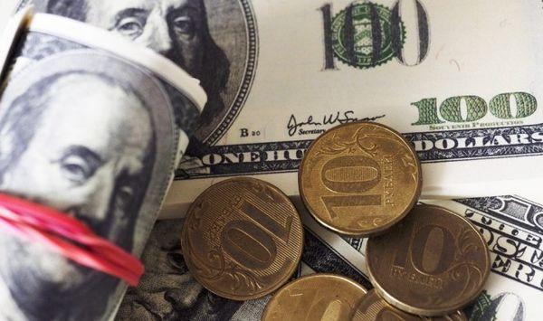Курс доллара по итогам основной биржевой сессии понизился на 48 копеек, евро — на 60