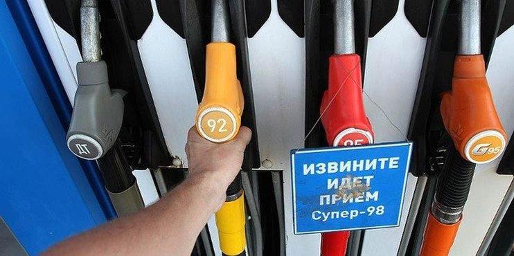 Цены на бензин в РФ за неделю к 13 августа снизились на 3 коп.