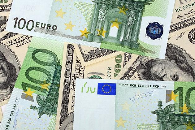 Евро поднялся выше 79 руб впервые с апреля, доллар снова дороже 68 руб