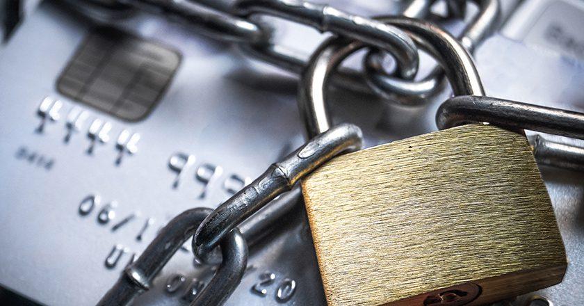 В России вступил в силу закон о блокировке карт
