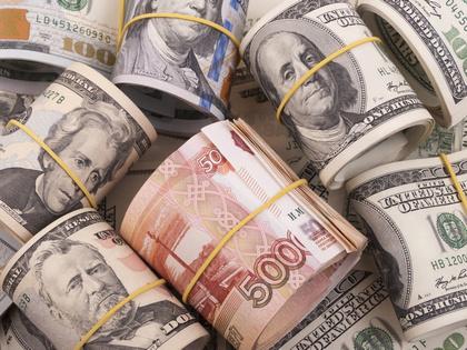 В августе граждане забрали из банков 100 млрд рублей и 1,5 млрд долларов