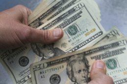 Валюту из Сбербанка и ВТБ население переводит в «дочки» иностранных банков