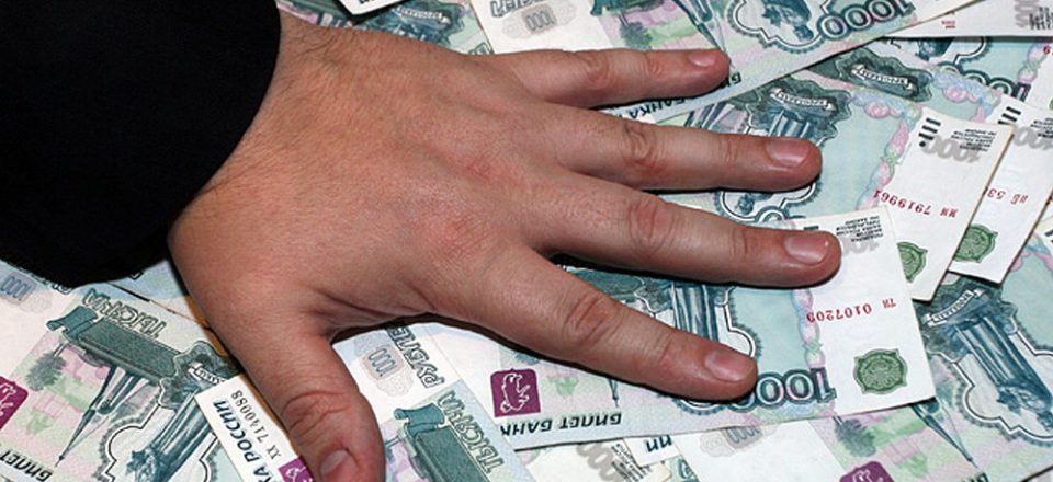 В Москве бывшего сотрудника МВД будут судить за взятки с кредитного мошенника