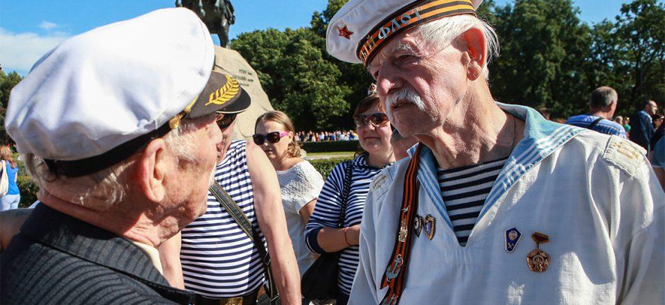 В Госдуме потребовали больше денег для офицеров и военных пенсионеров