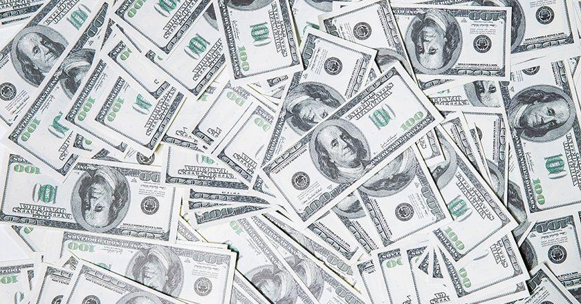 ЦБ выявил скупщиков крупных сумм валюты в банках РФ для теневых обменников