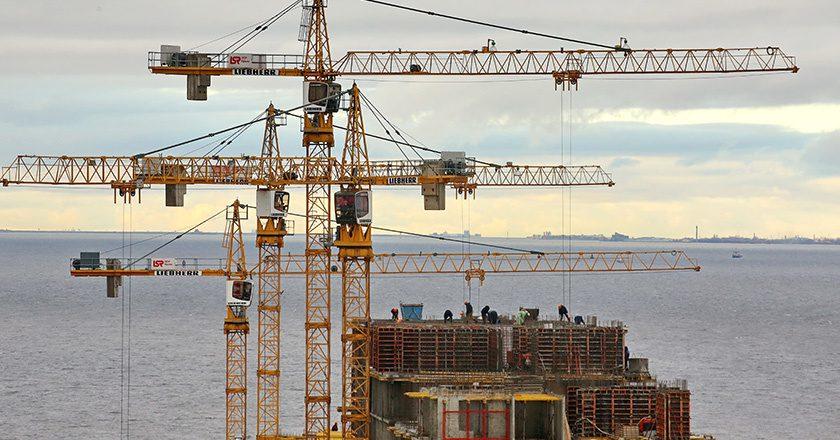 ЦБ велел банкам ужесточить контроль за строительными и торговыми компаниями