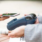 Исследование: в Москве около 60% безналичных покупок совершается с помощью смартфонов