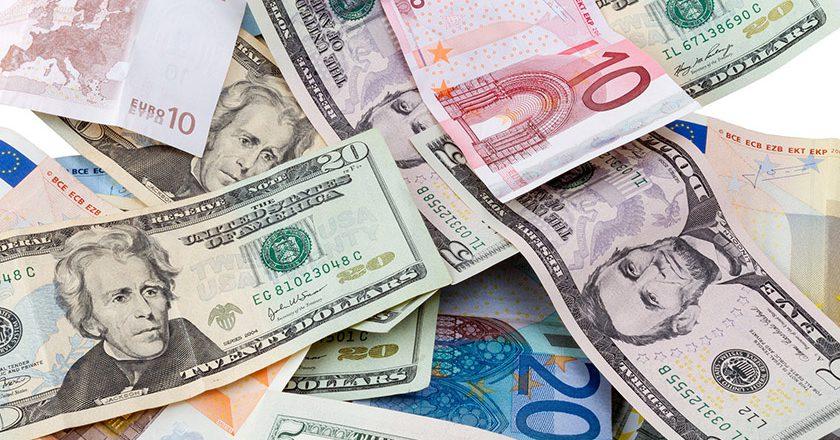Банк России с 1 февраля возобновит отложенные покупки валюты на внутреннем рынке