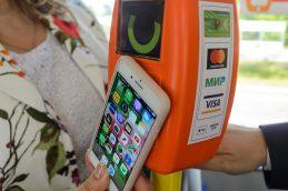 Платежи с помощью смартфонов вытесняют банковский пластик