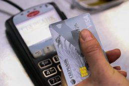 Visa и Mastercard обяжут банки РФ выпускать только бесконтактные карты