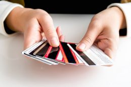 Эксперты назвали дебетовые карты с максимальной доходностью