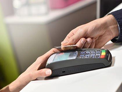 Банки сократили лимиты по кредитным картам