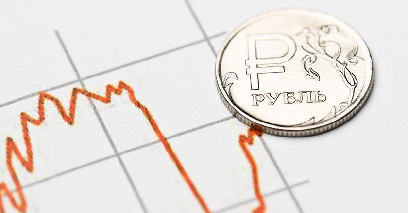 Рубль укрепился на попытках коррекции нефтяных цен
