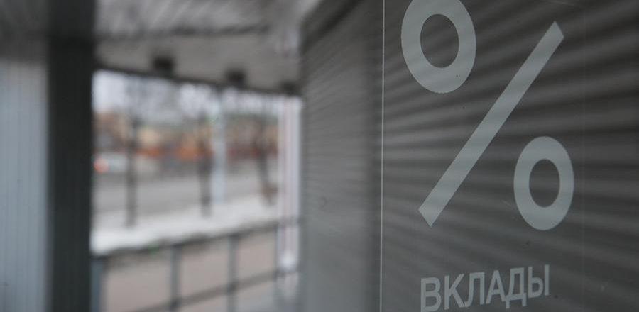 Названы причины сокращения Сбербанком доли валюты в бизнесе