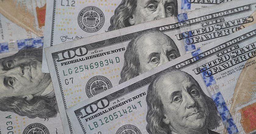 Биржевой курс доллара достиг 75 рублей впервые за четыре года