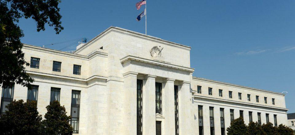 Эксперты ожидают повышения ставки ФРС к концу 2022-го 