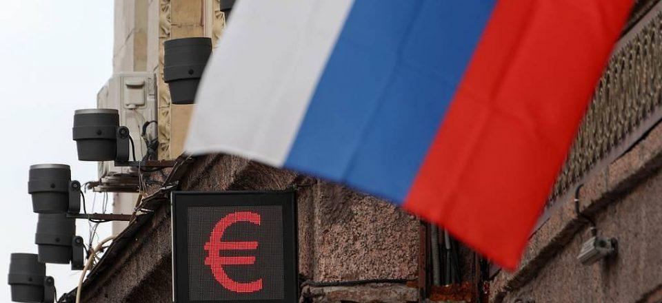 Курс евро на Мосбирже поднялся выше 91 руб. впервые с 25 февраля