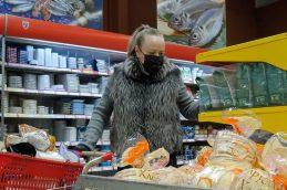 Россияне резко сократили траты на продукты