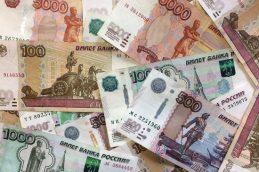 Официальный курс доллара снизился на 10 копеек, евро — на 1