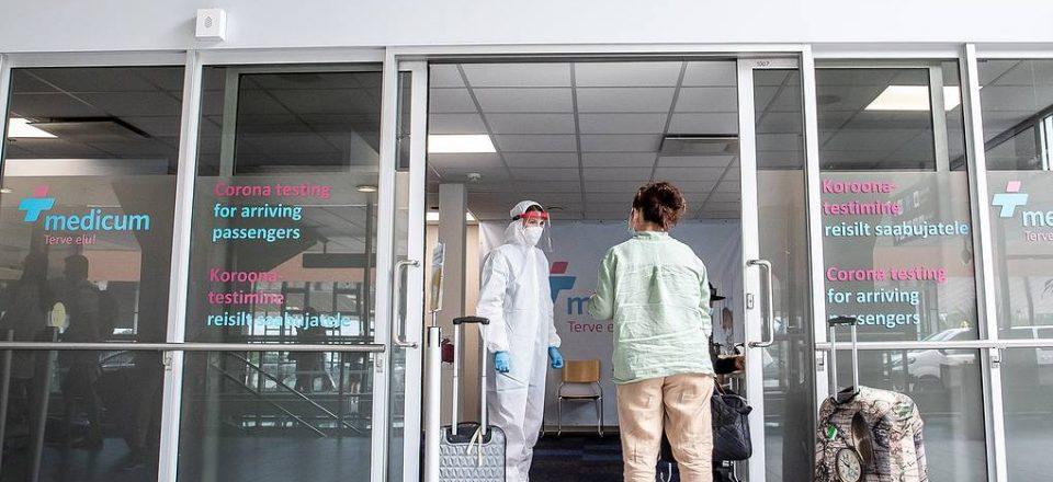 Правительство Эстонии освободило привитых вакцинами РФ от тестирования и самоизоляции
