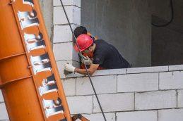 В Москве не хватает 200 тыс. строителей-мигрантов